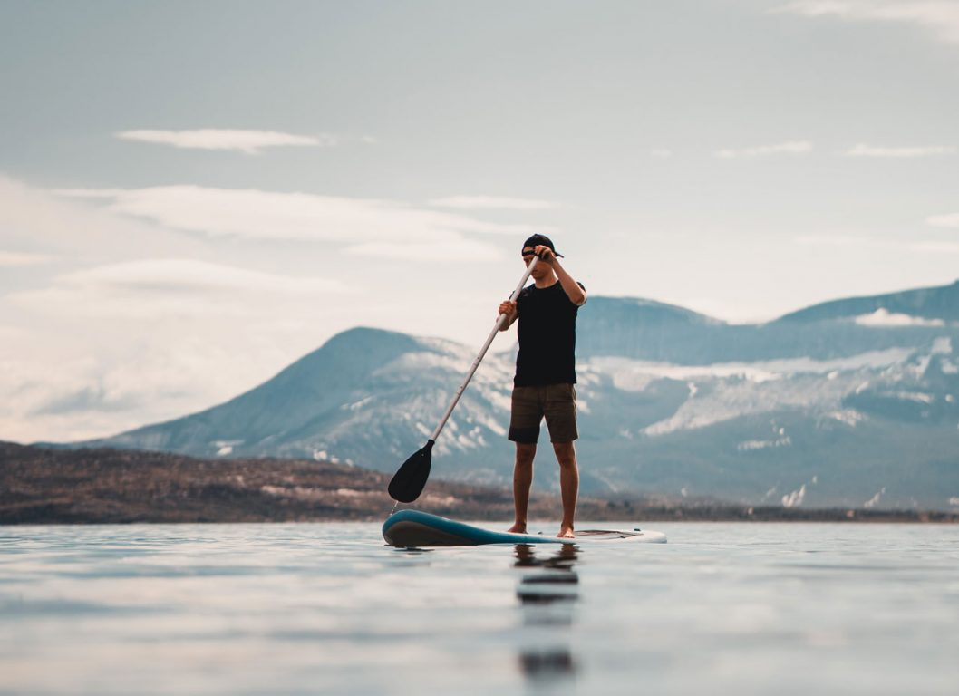 Suppailemassa rannalla Norjassa.