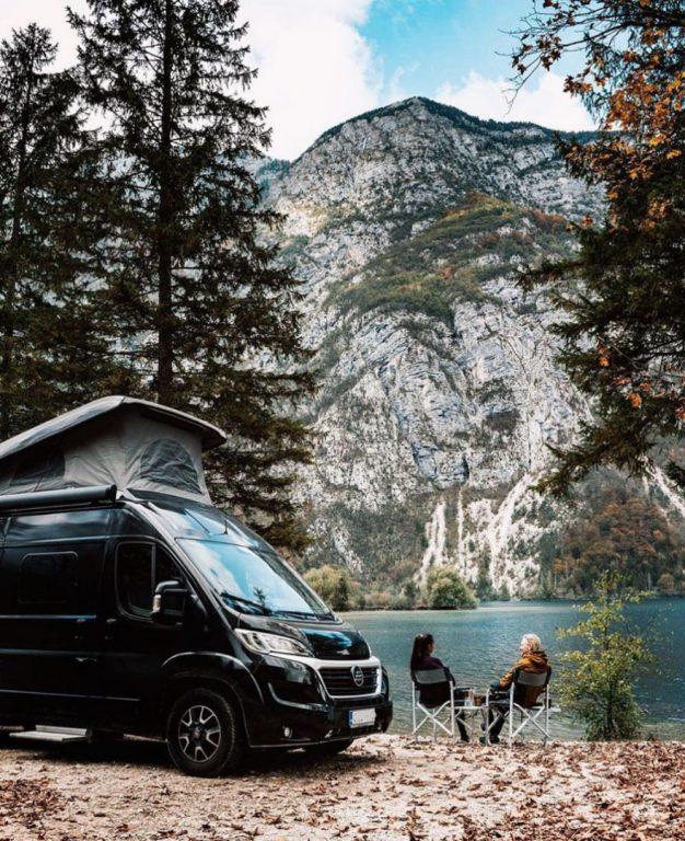 Sami Lensu vietti vuoden retkeilyautolla Euroopan upeissa maisemissa.