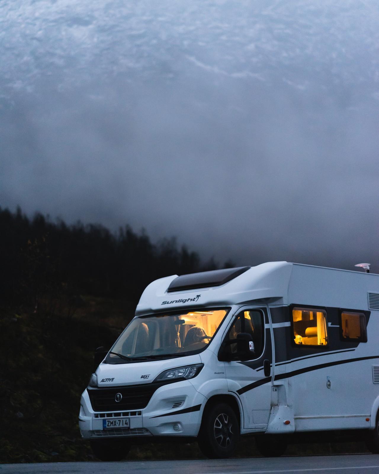 Tällaisella vuokratulla matkailuautolla Länsi-Norjaan lähdettiin.