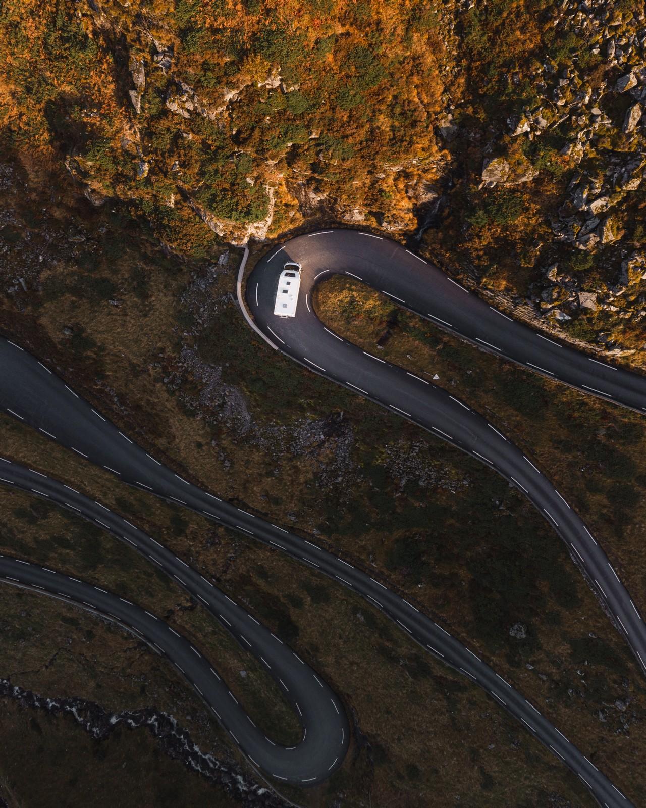 Norjan mutkikkaat tiet toivat matkaan jännitystä, mutta ketterällä Sunlightilla ajaminen oli helppoa.
