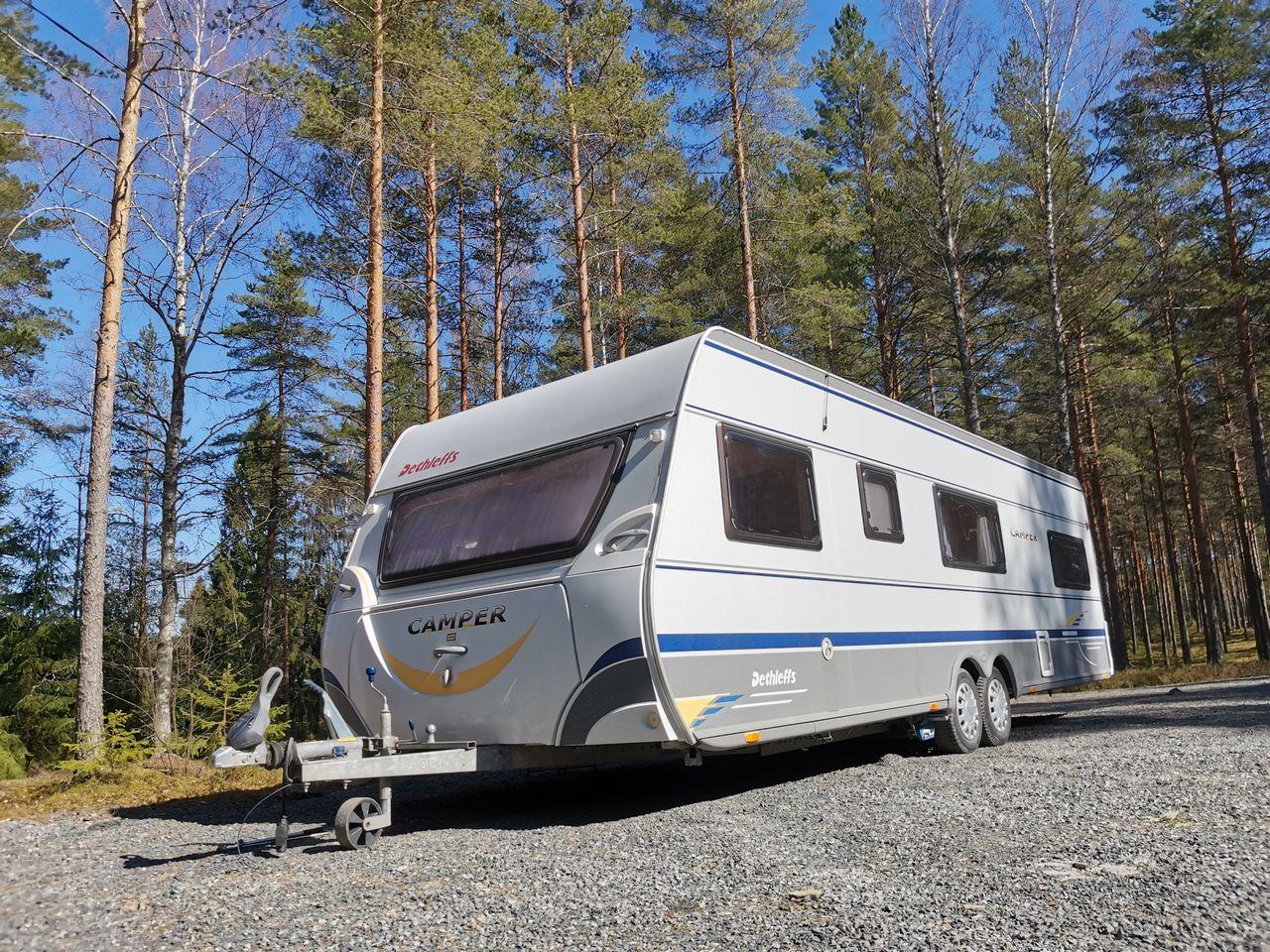 Perheen uusi lomakoti Dethleffs Camper 740TK