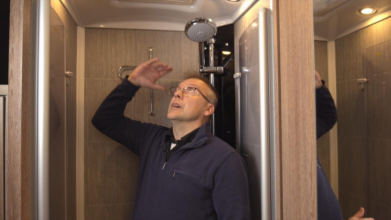 Tilava suihku takaa mukavan peseytymishetken.