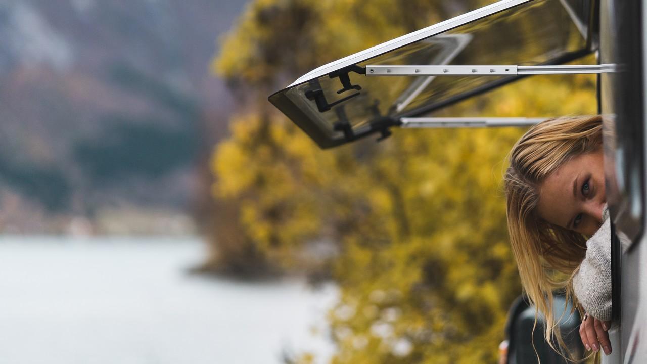 Nuoret vaihtoivat lentämisen matkailuautoon - Vuokratulla matkailuautolla Länsi-Norjaan - BestCaravan