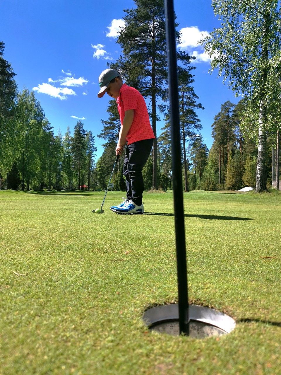 Pojan ensimmäinen golf-kisa kisattiin lomareissun aikana.