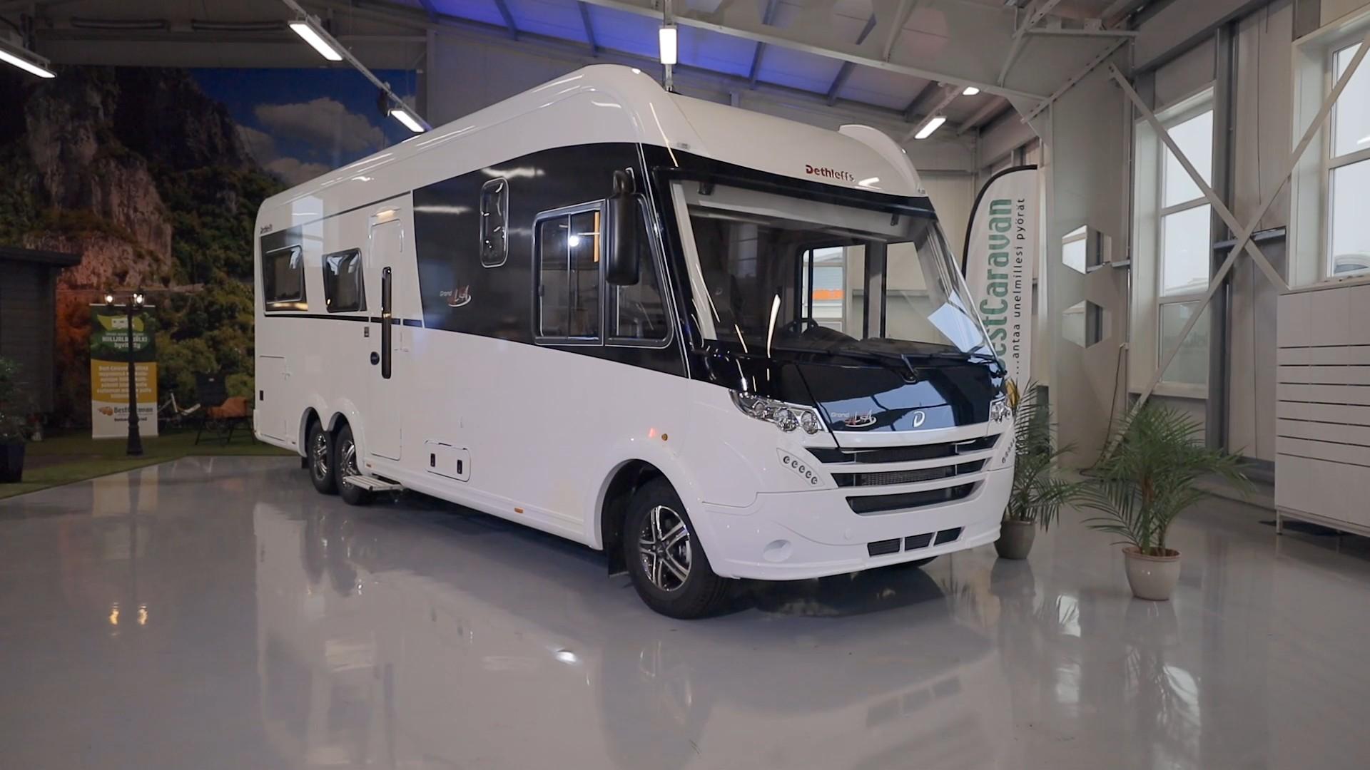 Dethleffs Alpa I 7820-2 on kookas C1-ajokortilla ajettava matkailuauto