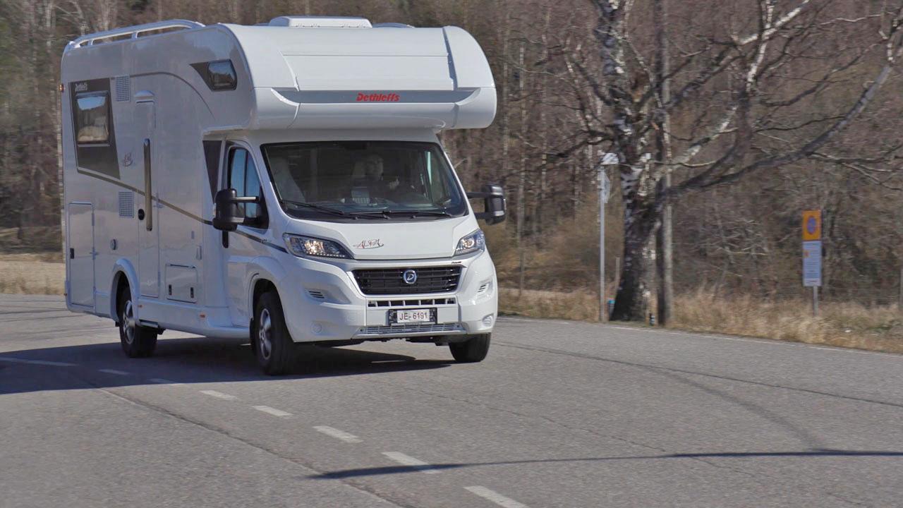 Alkovimallinen matkailuauto Dethleffs Alpa