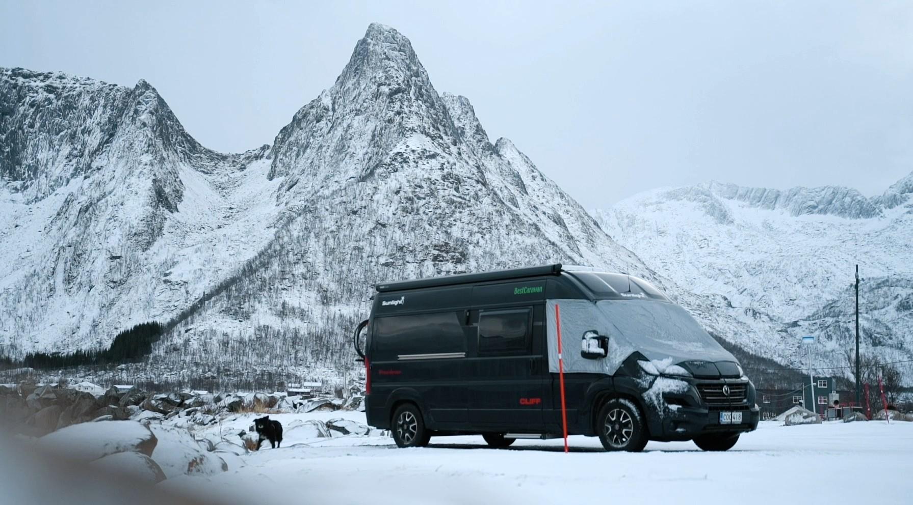Lämpöpeitto suojaa matkailuautoa lämmön haihtumiselta.