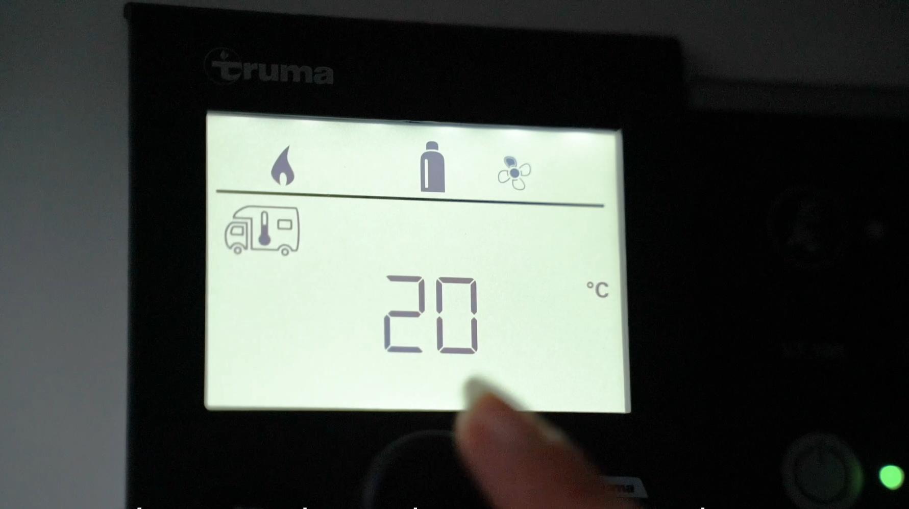 Lämmön ohjaus Truma hallintapaneelista