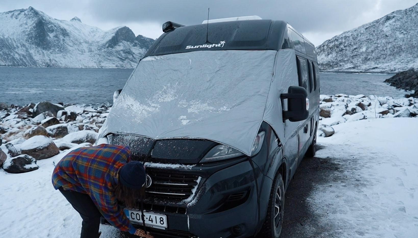 Tuulilasipeite estää lämmön karkaamisen matkailuautosta